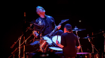 A Metallica Tankcsapda-számot játszott, sőt magyarul énekeltek