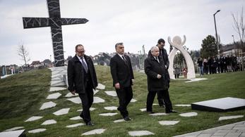 Kaczyński Orbánért otthon hagyta a Putyin-gyűlöletet