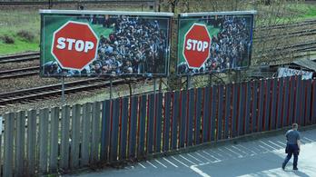 Nem kampányolhat tovább a kormány a STOP-plakátokkal