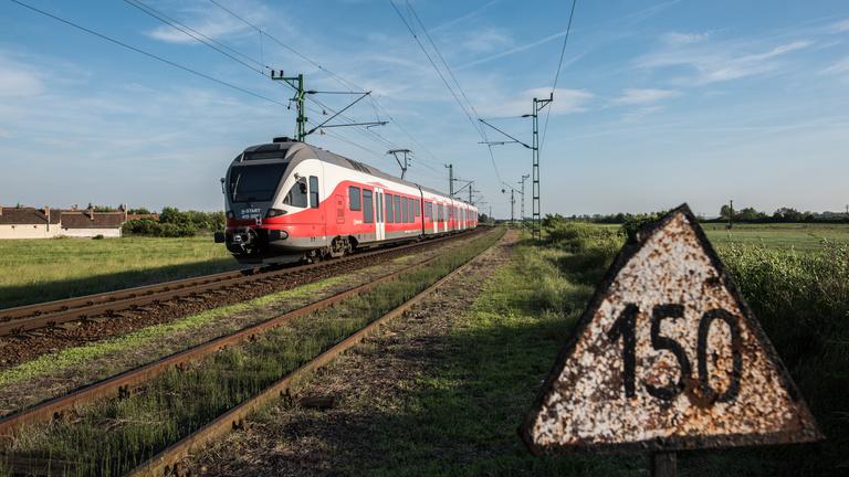 3,5 évet késtek tavaly a magyar vonatok