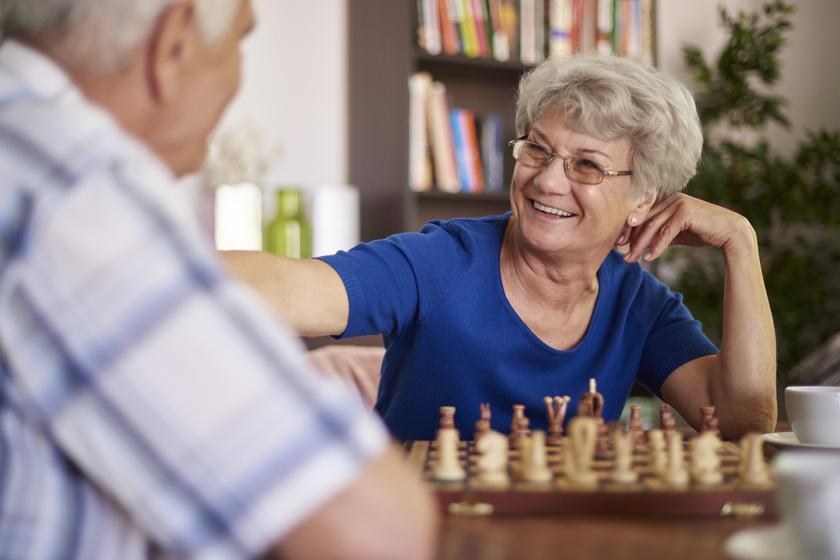 Meglepő felfedezés az idős emberek agyáról: változást hozhat az elbutulás kezelésében