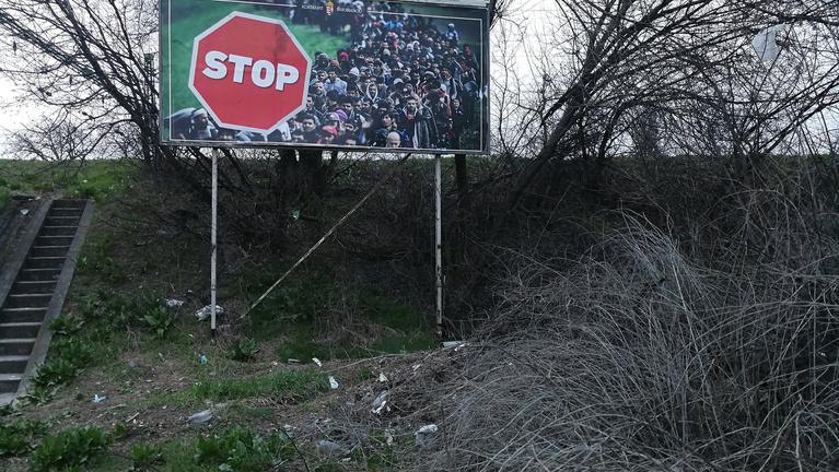 Telegraph: Levélben kért menekülteket lejárató anyagokat a magyar nagykövetektől a külügyi államtitkár