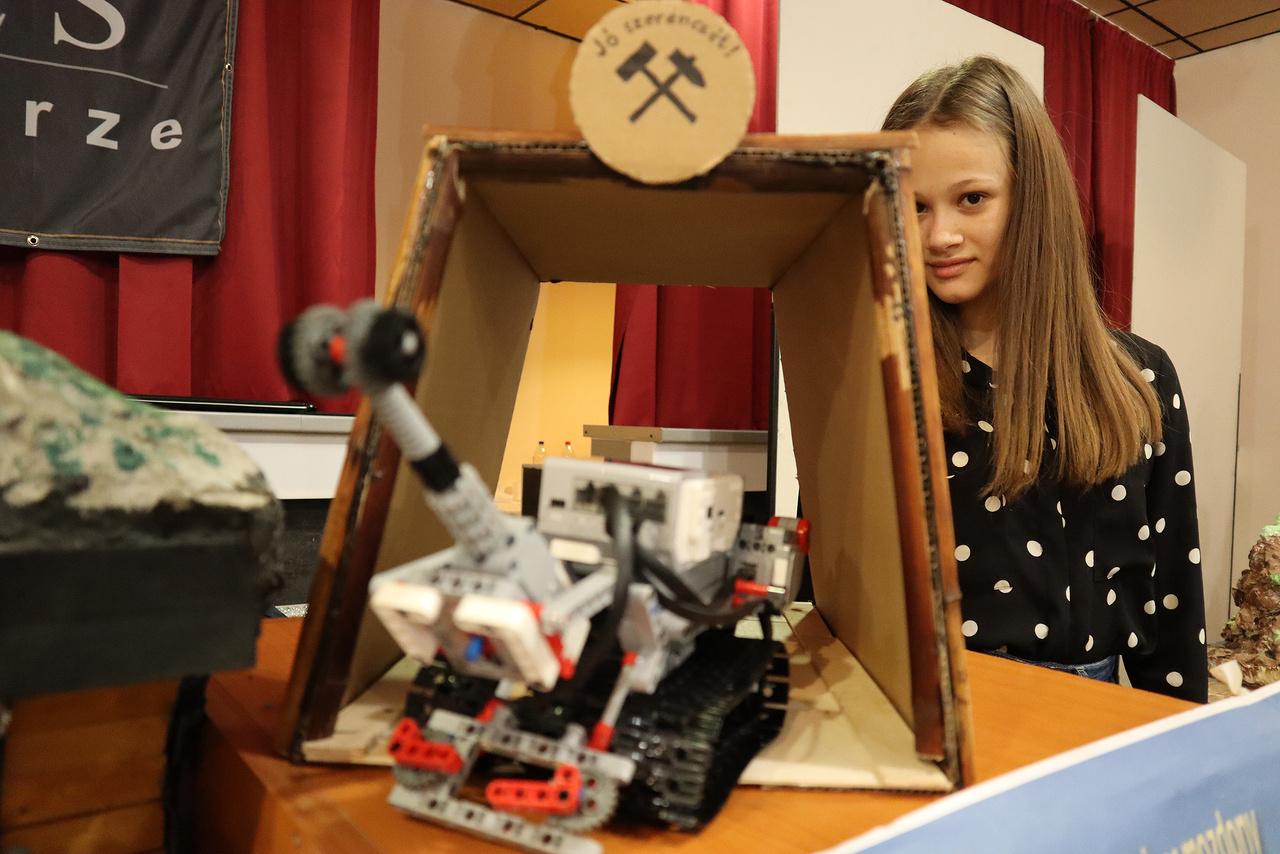 Lego Mindstorm bányászrobot és gazdája.