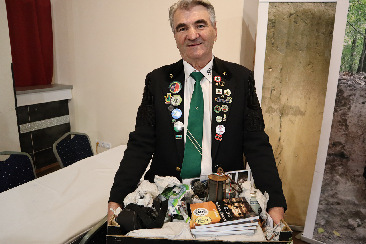 Az Országos Magyar Bányászati és Kohászati Egyesület is a kiállítók között.