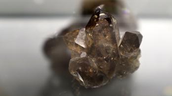 Lerázza ezoterikus béklyóit az ásványbörze