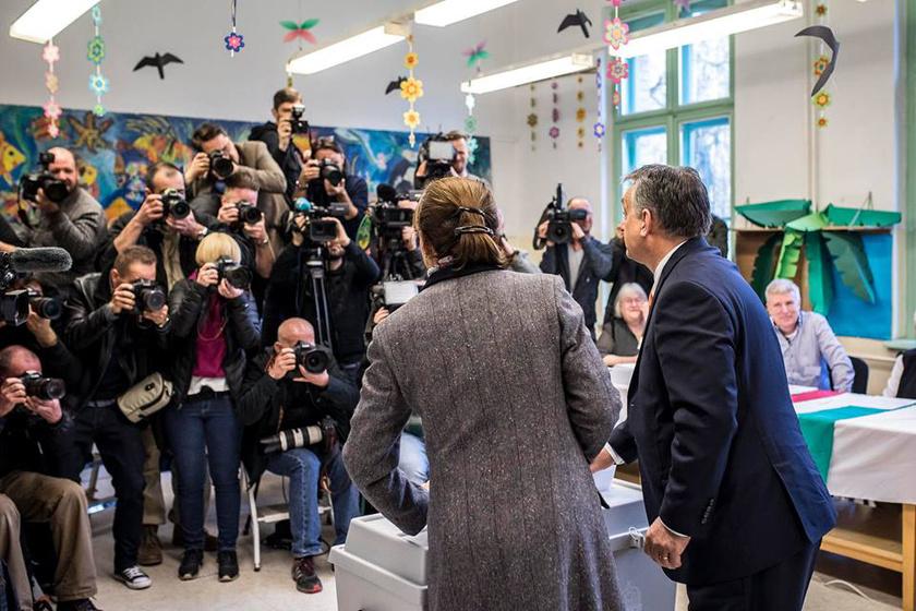 Még 8 óra előtt osztotta meg ezt a fotót Orbán Viktor a Facebookon