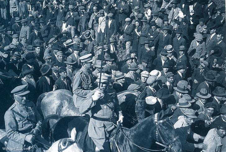 A Braga városából induló 1926-os felkelés vezetője, Manuel Gomes da Costa – a katonáknak ugyan ezúttal sikerült tartósan hatalmon maradniuk, de Gomes da Costa-nak nem, ugyanis nem sokkal a felkelés után egyik társa, a később elnökké avanzsáló António Óscar Fragoso Carmona puccsal megbuktatta