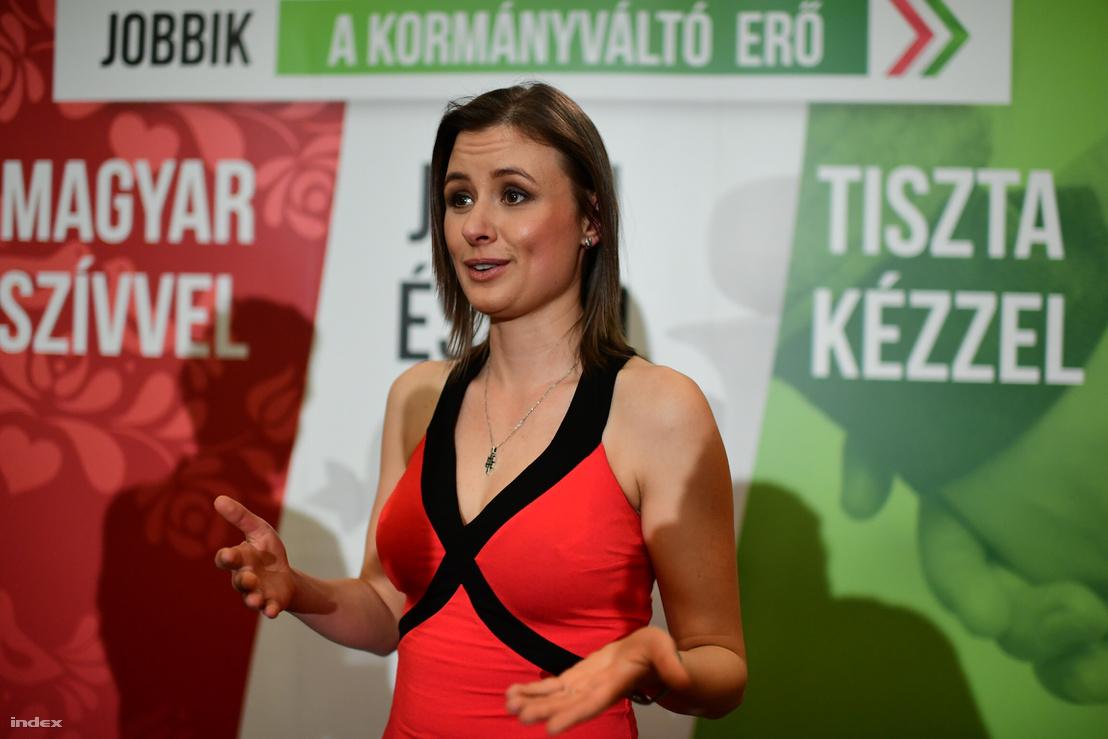 Dúró Dóra, a párt képviselőjelöltje a vasárnap esti jobbikos eredményvárón