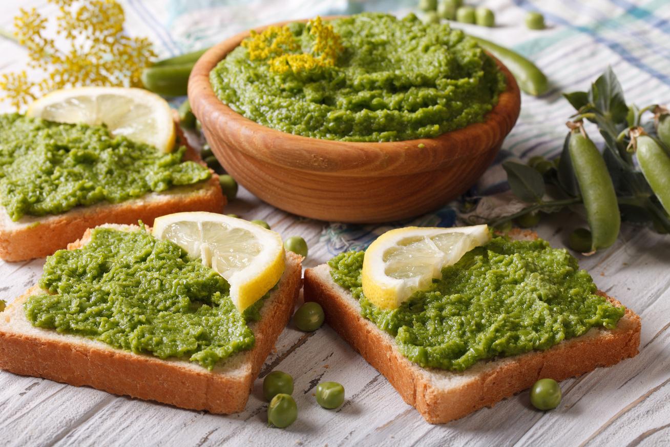 Medvehagymás zöldborsókrém: ezt kend a szendvicsedre vaj helyett