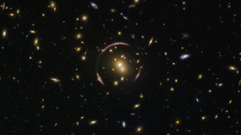 Űrteleszkóp találta meg Einstein egyik gyűrűjét