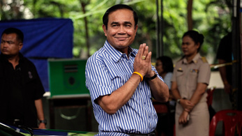 A hatalmon maradásáról dalolt új slágerében a thai miniszterelnök
