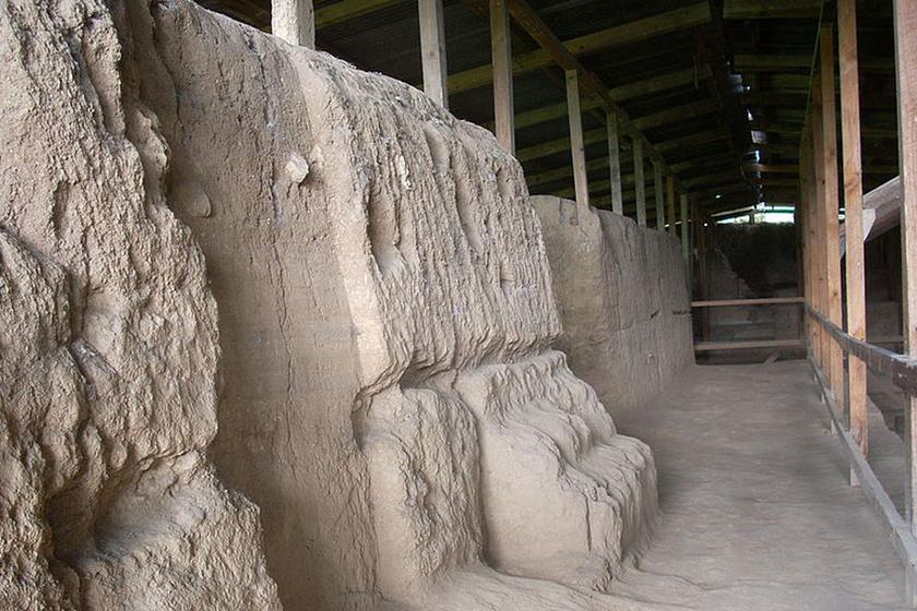 A tudósok feltételezik, hogy Kaminaljuyú kialakulása egy másik mexikói romvároshoz, Teotihuacanhoz - ejtsd: Teotivakan - köthető.