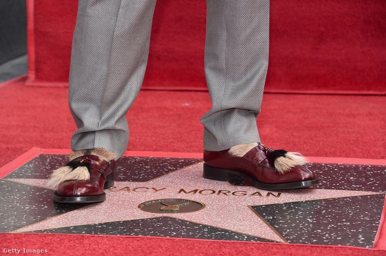 Amikor az ember azt hiszi, hogy a makkos cipő egyszer már csak kimegy a divatból, szembejön egy ilyen makkos-szőrös kombó.
