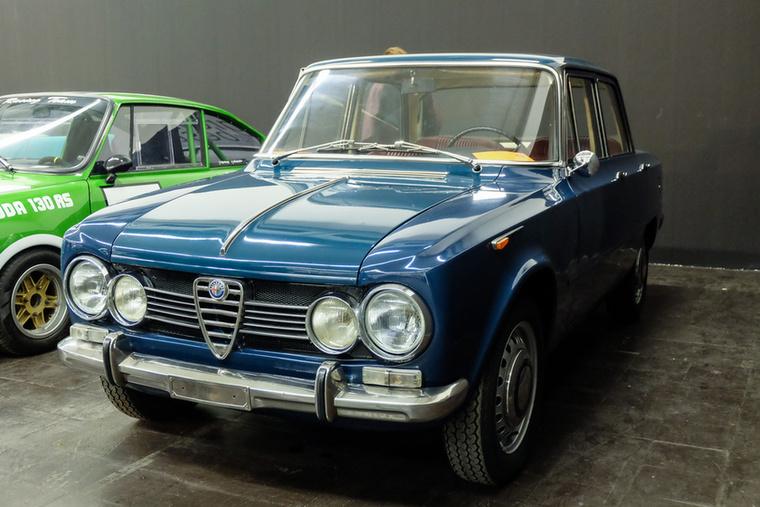Alfa Romeo Giulia 1600 (1967), Esseni ár: 23 900 euró/7,4 millió forint.Katalógusár: 25 000 euró/7,8 millió forint.Állapot: szép, megmaradt