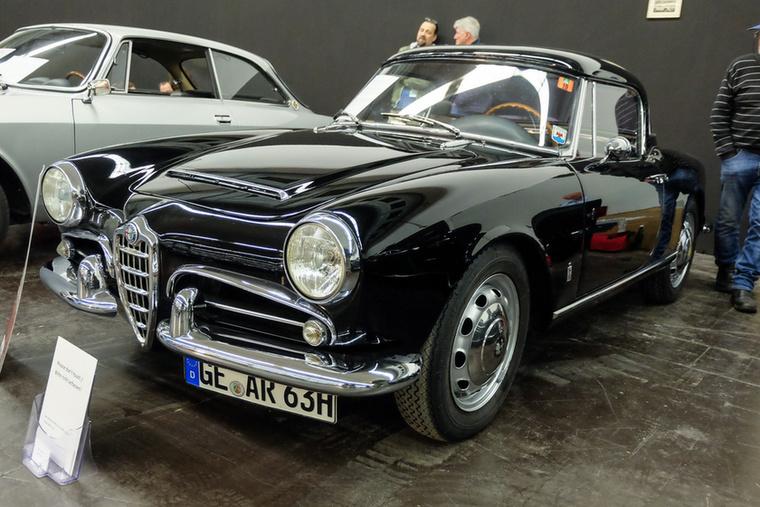 Alfa Romeo Giulietta Spider 1600 (1964), Esseni ár: 79 500 euró/24,6 millió forint.Katalógusár: 60 000 euró/18,6 millió forint.Állapot: keménytető nélkül adták, de szép