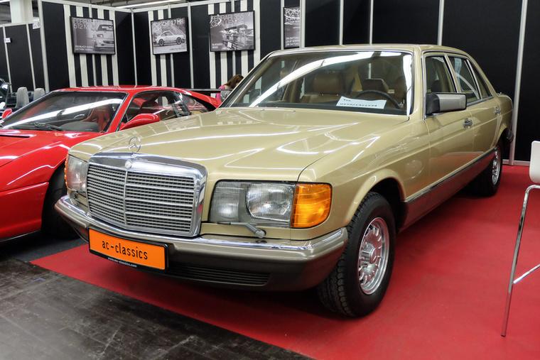 Mercedes-Benz 280 SEL (1984), Esseni ár: 38 750 euró/12 millió  forint.Katalógusár: 23 000 euró/7,1 millió  forint.Állapot: Jahreswagen-állapot, 80e km
