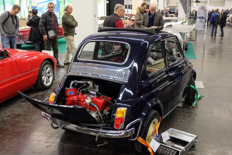 Fiat 500L (1970), Esseni ár: 15 000 euró/4,7 millió forint.Katalógusár: 5200 euró/1,6 millió forint.Állapot: majomszerettel épített autó, minden csupa króm, minden agyoncsicsázva rogyásig, nehéz lenne szépet csinálni belőle (vissza)