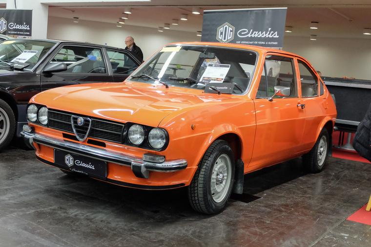 Alfa Romeo Alfasud 1.3TI (1976), Esseni ár: 23 500 euró/7,3 millió forint.Katalógusár: 15 000 euró/4,7 millió forint.Állapot: gyári fény, 80 000 km, rozsdamentes, olasz, 68 LE  (katalógusár csak becsülve)