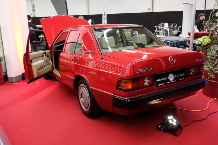 Mercedes-Benz 190 E 2.0 (1992), Esseni ár: 17 998 euró/5,6 millió forint.Katalógusár: 8100 euró/2,5 millió forint.Állapot: 71 000 km, automata, elektromos SSD, hátsó fejtámasz, gyönyörű
