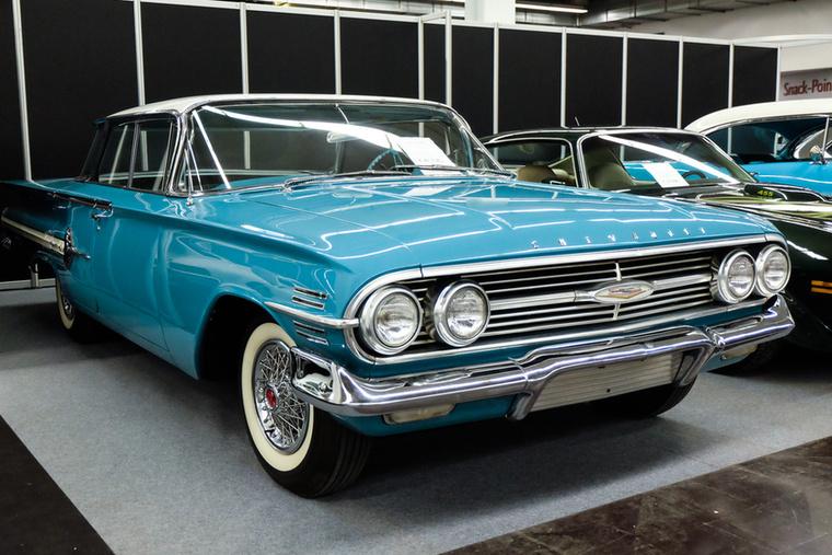 Chevrolet Impala (1960), Esseni ár: 42 750 euró/13,2 millió forint.Katalógusár: 24 900 euró/7.7 millió forint.Állapot: szép, kicsit használtas, megmaradt, középkék