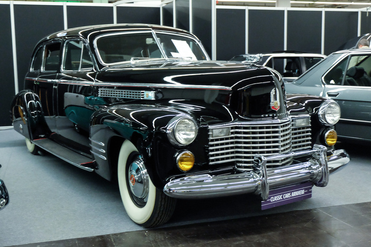 "Cadillac Fleetwood 75 Touring Imperial Sedan (1941), Esseni ár: 57 500 euró/17,8 millió forint.Állapot: ""America's ultimate automobile status symbol"", hirdette a felirat, 7,0l, 150LE, V8"