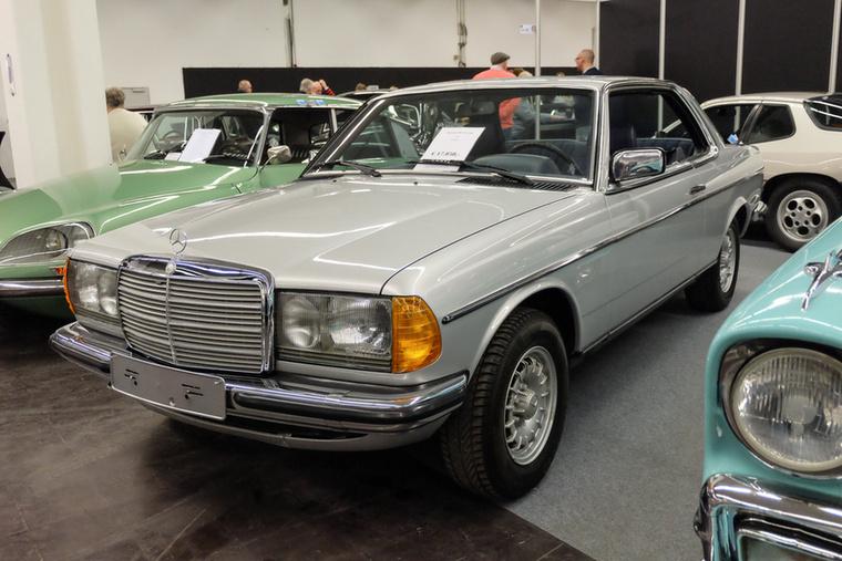 Mercedes-Benz 230 CE (1983), Esseni ár: 17 850 euró/5,5 millió forint.Katalógusár: 11 900 euró/3,7 millió forint.Állapot: szép