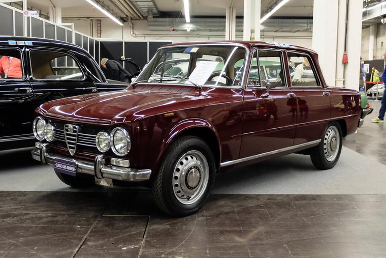 Alfa Romeo Giulia 1300TI (1968), Esseni ár: 29 500 euró/9,1 millió forint.Katalógusár: 28 100 euró/8,7 millió forint.Állapot: restauráltatlan, holland, első fény, teljes történet, olaszországi import