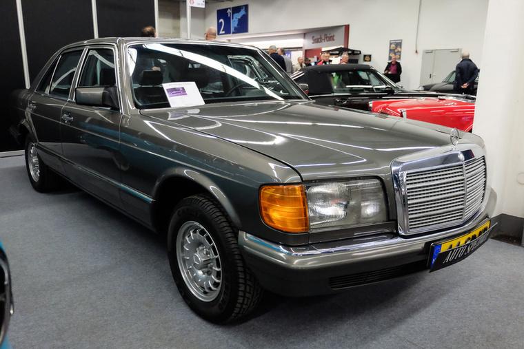 Mercedes-Benz 380 SE (1984), Esseni ár: 14 750 euró/4,6 millió forint.Katalógusár: 15 800 euró/4,9 millió forint.Állapot: Klímás, bőrös, szép, 127 000 km
