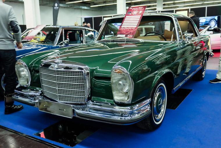 Mercedes-Benz 280 SE 3.5 Coupé (1971), Esseni ár: 155 000 euró/48 millió forint.Katalógusár: 145 000 euró/45 millió forint.Állapot: tolótető, kézi váltó, V8-as motor, megszólal, olyan szép