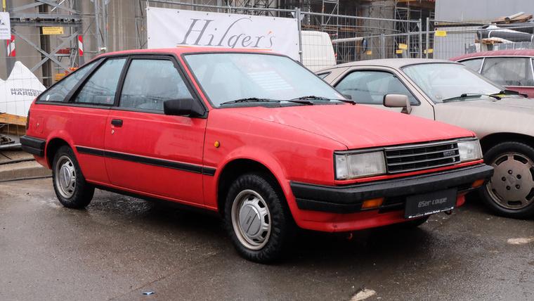 Nissan Sunny 1.5 Coupé (1985), Esseni ár: 6900 euró/2,1 millió forint.Katalógusár: 4000 euró/1,2 millió forint.Állapot: szép, eredeti, újszerű, rozsdamentes