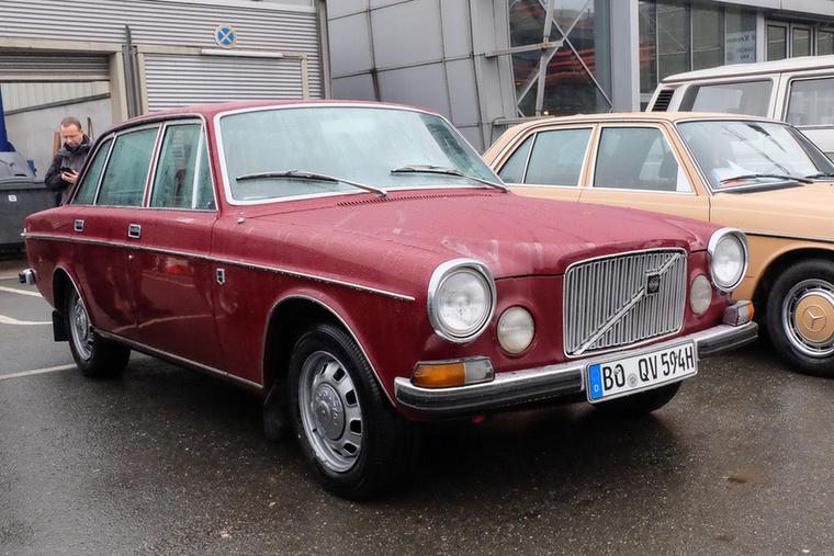 Volvo 164 (1972), Esseni ár: 11 300 euró/3,5 millió forint.Katalógusár: 11 000 euró/3,4 millió forint.Állapot: rendkívül jó állapotú, apró használati nyomokkal