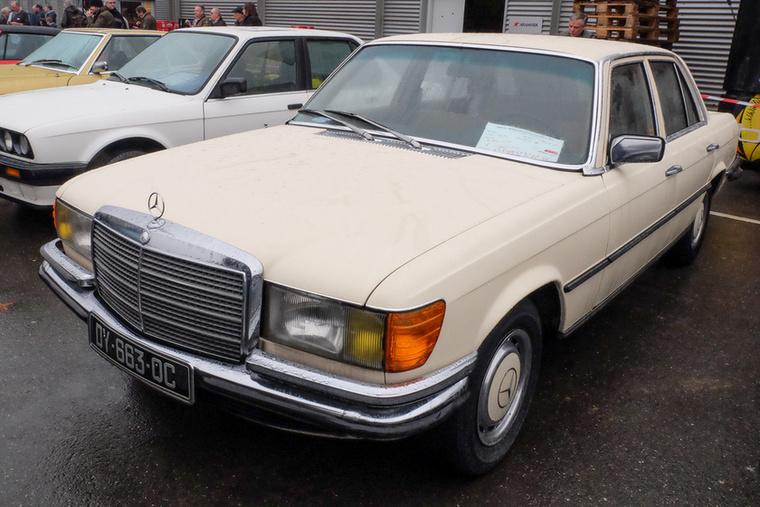 Mercedes-Benz 280 SE (1974), Esseni ár: 7500 euró/2,3 millió forint.Katalógusár: 11 100 euró/3,4 millió forint.Állapot: egy tulaj, szép