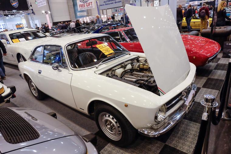 Alfa Romeo GT 1300 Junior (1973), Esseni ár: 39 850 euró/12,4 millió forint.Katalógusár: 36 300 euró/11,3 millió forint.Állapot: 36 000 km, ápolt, 1