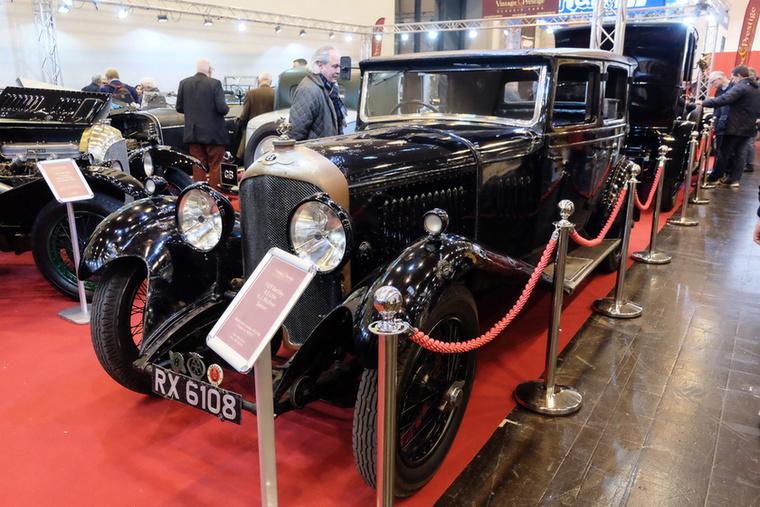 Bentley 4.5 Litre Mulliner Saloon (1929), Esseni ár: 1,1 millió euró/337 millió forint.Katalógusár: 460 000 euró/142,6 millió  forint.Állapot: eredeti, kopott, elhanyagolt, szinte mállik