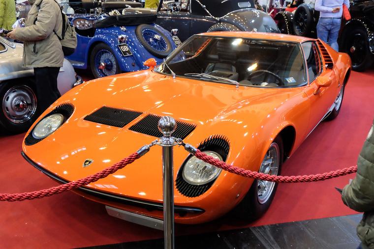 Lamborghini Miura P400 (1967), Esseni ár: 1,25 millió euró/387,5 millió forint.Katalógusár: 1,15 millió euró/356,5 millió forint.Állapot: gyönyörű
