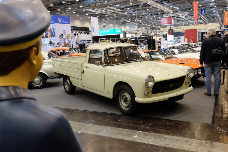 Peugeot 404 Pick-up (1976), Esseni ár: 19 750 euró/6,1 millió forint.Katalógusár: 10 000 euró/3,1 millió forint.Állapot: eredeti fényezés, 73 000 km