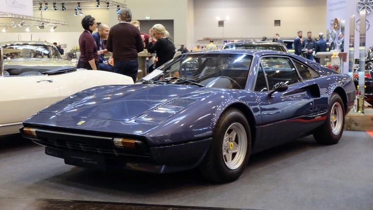 Ferrari 308 GTB Vetroresina (1976), Esseni ár: 148 500 euró/46 millió forint.Katalógusár: 120 000 euró/37,2 millió forint.Állapot: újrafényezett, műszakilag rendbetett, korai, műanyag karosszériás, ritka változat