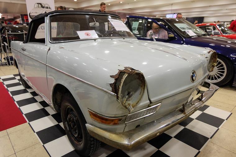 BMW 700 Baur cabrio (1964), Esseni ár: 18 950 euró/5,9 millió forint.Katalógusár: 5000 euró/1,6 millió forint.Állapot: 1972 óta áll, tiszta rozsda, 2592 készült ilyen kabrióból