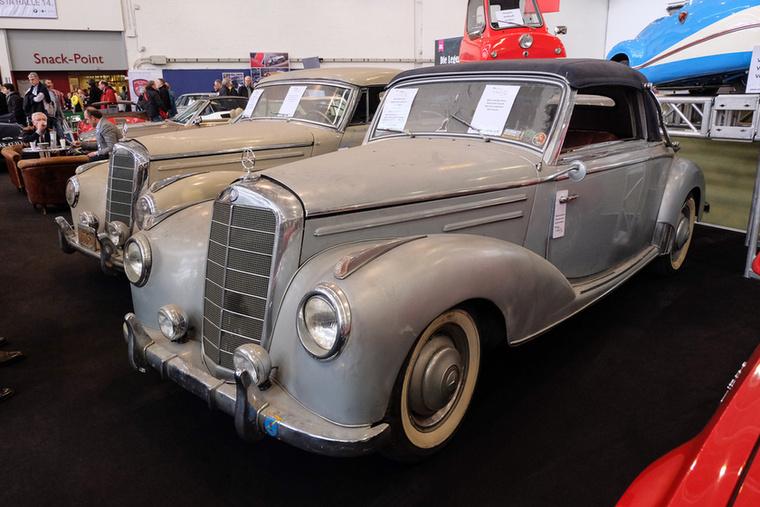Mercedes-Benz 220 Cabrio A (1952), Esseni ár: 110 000 euró/34,1 millió forint.Katalógusár: 22 000 euró/6,8 millió forint.Állapot: pajtalelet Kaliforniából