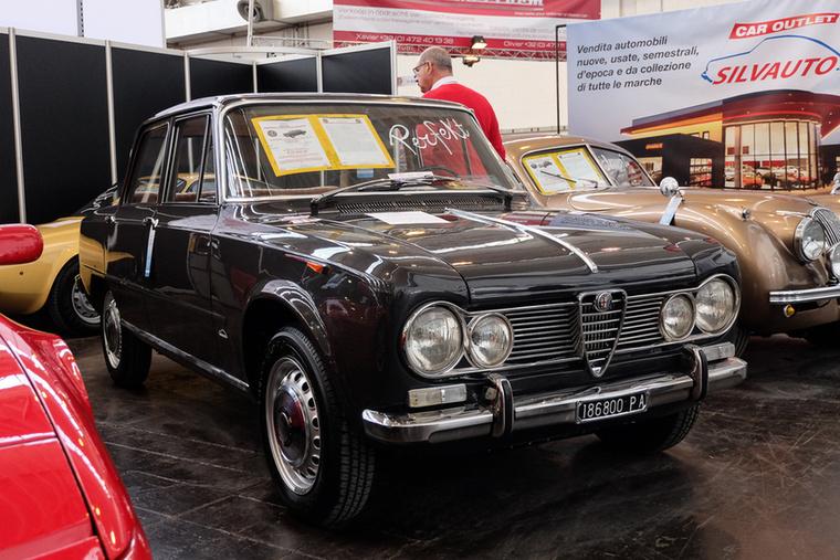 """Alfa Romeo Giulia 1600 Super """"Bollino Oro"""" (1967), Esseni ár: 37 000 euró/11,5 millió forint.Katalógusár: 34 000 euró/10,5 millió forint.Állapot: tökéletes"""