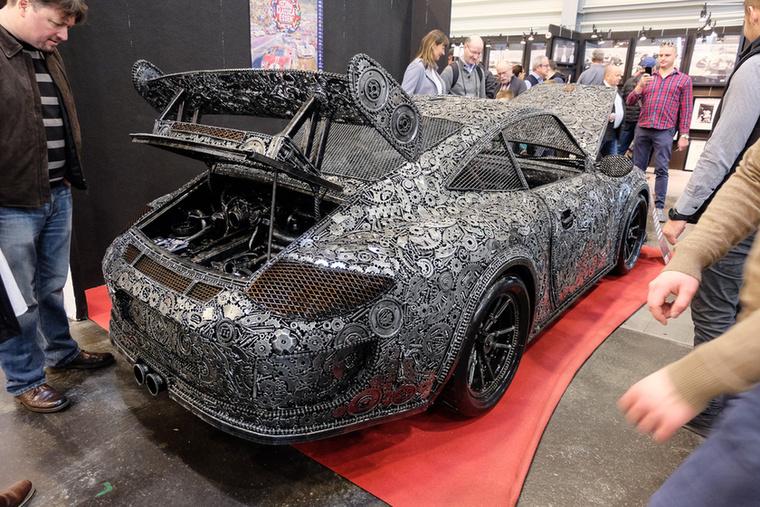 Porsche 911 dirib-darab hegesztett (2018), Esseni ár: 57 800 euró/17,9 millió forint.Állapot: 10000 alkatrészből összehegesztve