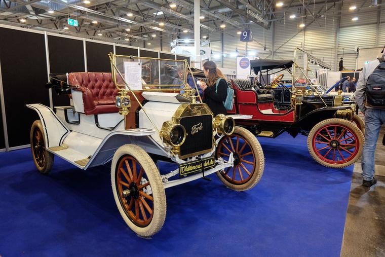 Ford Model T (1911), Esseni ár: 57 900 euró/17,9 millió forint.Állapot: szép, önindítós és elektromos világításos kiegészítéssel