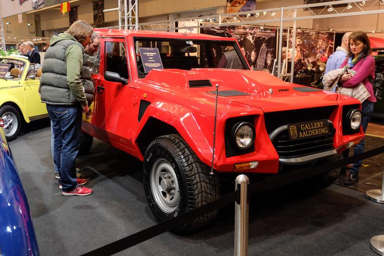 Lamborghini LM002 (1990), Esseni ár: 269 500 euró/83,5 millió forint.Katalógusár: 220 000 euró/68,2 millió forint.Állapot: szép
