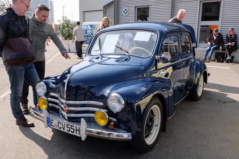 Renault 4CV (1955), Esseni ár: 13 000 euró/4 millió forint.Katalógusár: 9000 euró/2,8 millió forint.Állapot: szép, Note 2- állapot