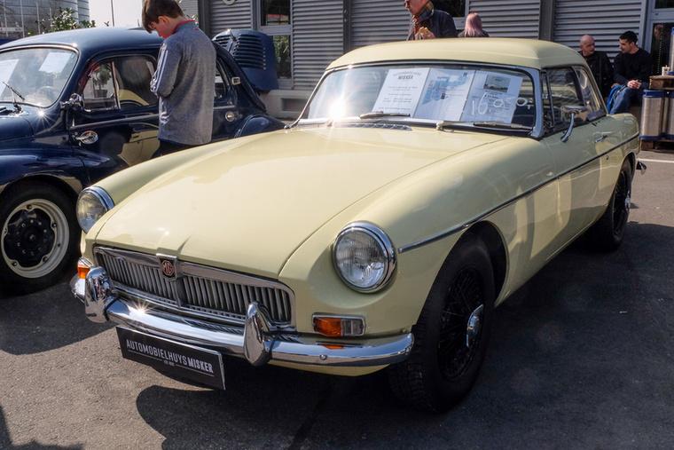 MG B  (1967), Esseni ár: 16 950 euró/5,3 millió forint.Katalógusár: 16 800 euró/5,2 millió forint.Állapot: szép