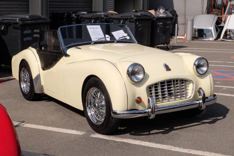 Triumph TR3 (1957), Esseni ár: 39 800 euró/12,3 millió forint.Katalógusár: 31 300 euró/9,7 millió forint.Állapot: 22 éve egy tulaj