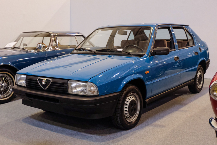 Alfa Romeo 33 1.3S (1986), Esseni ár: 17 500 euró/5,4 millió forint.Katalógusár: 7000 euró/2,2 millió forint.Állapot: 1100 km (katalógusár becsülve)