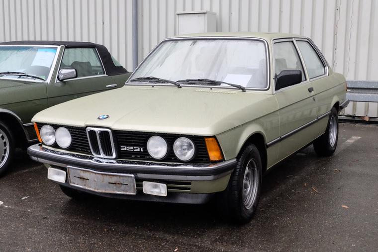 BMW 323i (1977), Esseni ár: 26 500 euró/8,2 millió forint.Katalógusár: 20 000 euró/6,2 millió forint.Állapot: Note 2 szint