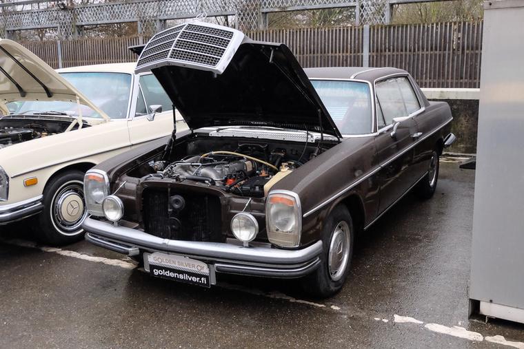 Mercedes-Benz 250 CE (1971), Esseni ár: 16 900 euró/5,2 millió forint.Katalógusár: 18 400 euró/5,7 millió forint.Állapot: finn autó, szép