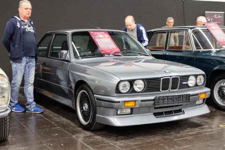 BMW E30 M3 ál-Cecotto (1989), Esseni ár: 79 500 euró/24,6 forint.Katalógusár: 50 000 euró/15,5 millió forint.Állapot: egész tűrhető, de nem igazi Cecotto, hanem épített
